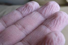 Ujjak a víz után. Bőr és víz: ránctalanító hatás. A ráncos bőr kialakulásának okai és folyamata