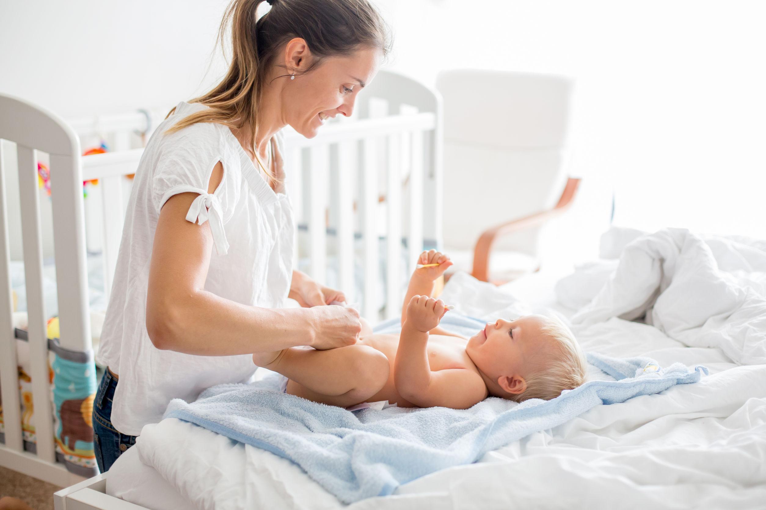 A csecsemő mozgásfejlődése: a 7 – 9 hónapos baba