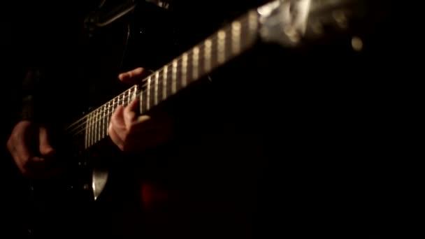 ember alatti paraziták gitárfüllel